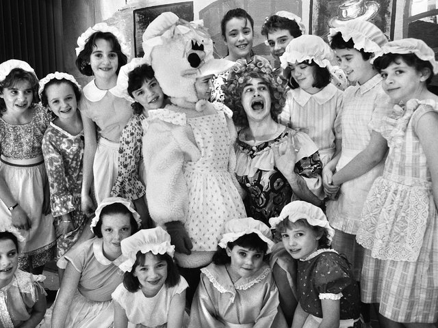 Wednesday 11th January 1989 - A beak performance from Mother Goose and friends ready for a cracking pantomime show from St. Michael's ADS, Swinley.