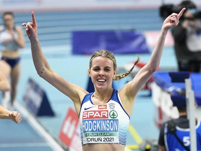 Keely Hodgkinson winning the 800m