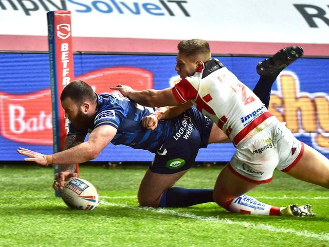 Jake Bibby goes over for his opening try