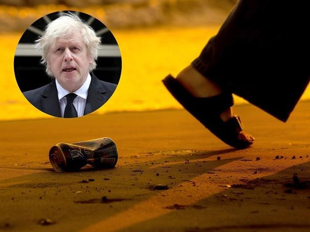 The Prime Minister has urged members of the public to tick off anybody they see littering