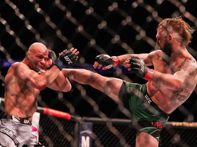 Mike Grundy (left) fighting