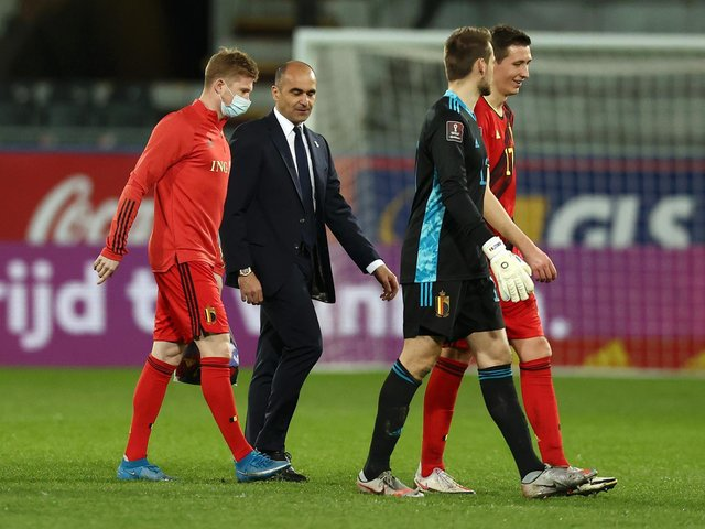 Roberto Martinez engaged in conversation with Kevin de Bruyne