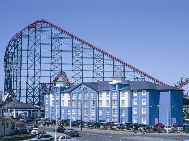 Rated 4.5 (out of 5) based on 3,913 reviews, this popular hotel is a top pick for families. Situated in Ocean Boulevard, the beachfront hotel is next door to the Pleasure Beach. Weekend prices are around 250 per night for 2 adults and 2 children - www.bigbluehotel.com
