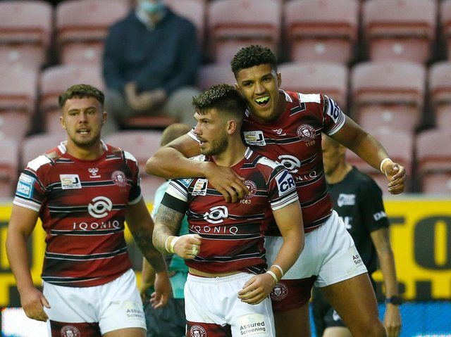 Oliver Gildart (centre) scored two tries last week
