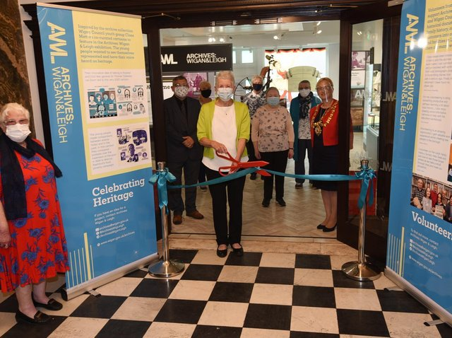 Lilian Lockwood from the U3A quilters group cuts the ribbon at Leigh Town Hall